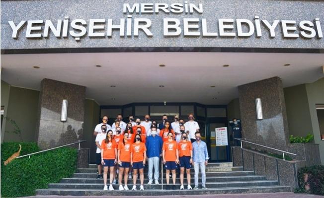 Yenişehir Bayan Basketbol Takımından Başkan Özyiğit'e Ziyaret
