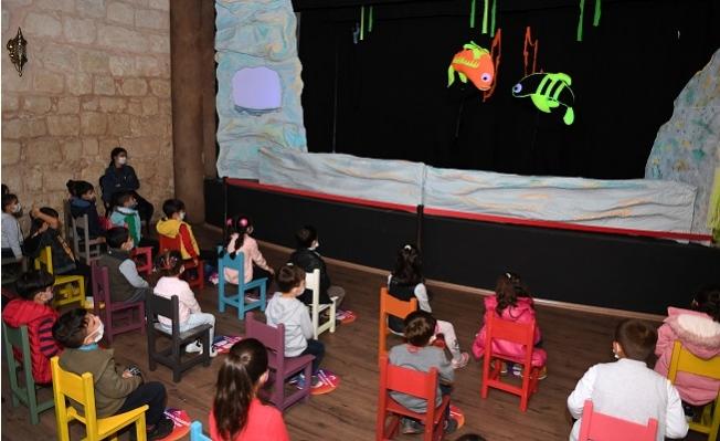 """Yeni Sezonun İlk Çocuk Oyunu """"Küçük Kara Balık"""" Minik Seyircilerle Buluştu."""