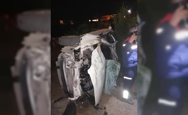 Adana'da Otomobil Takla Atarak Portakal Bahçesine Devrildi: 2 Ölü