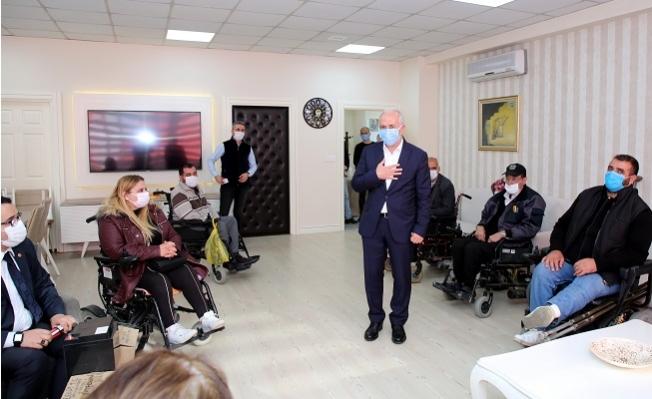 Başkan Gültak'dan Engelli Vatandaşlara Akü, Gıda ve Hijyen Malzemesi Desteği
