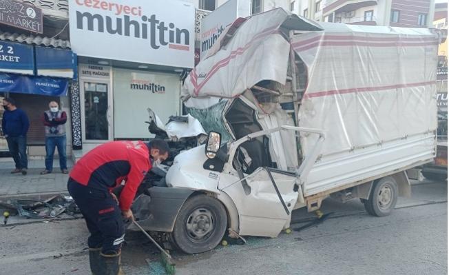 Erdemli'de Boş Yoldaki Kaza Görenleri Şaşırttı