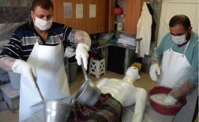 Mersin'de Gassallar Cenazeleri Koronavirüs Tedbirleri Altında Yıkıyor