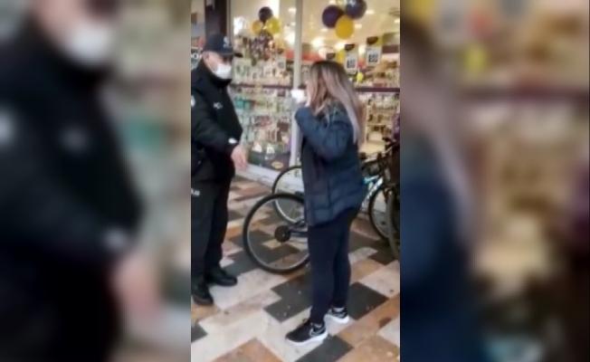 """Maskesiz Gezen Kadından Polise, """"Artistliğiniz Kime"""" Tepkisi"""