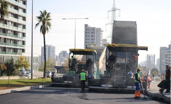 Mersin Büyükşehir Belediyesi, 34. Cadde'de Asfalt Çalışması Yapıyor