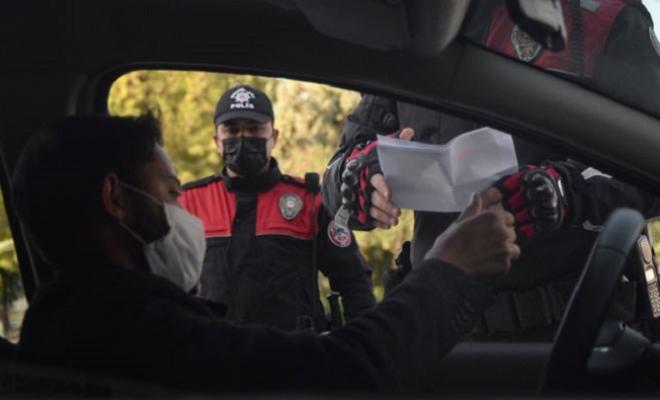 Mersin'de Polis Denetimde Güldüren Diyalog: 'Koronaya Karşı Koruman mı Var?'