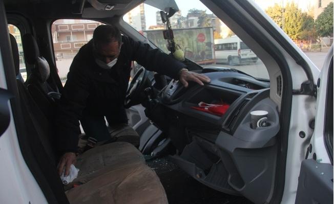 Namaz Kılmaya Gittiği Sırada, Kamyonetinden 21 Bin Lira Parası Çalındı