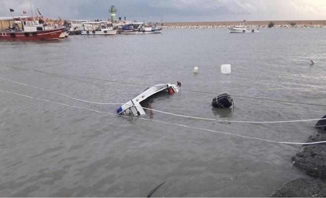Yoğun Yağış ve Fırtına Erdemli'de Tekneleri Batırdı.