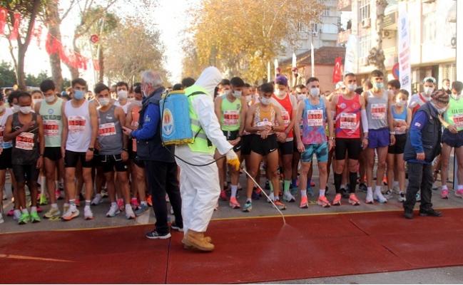 Adana'da Maskeli, Dezenfeksiyonlu Maraton