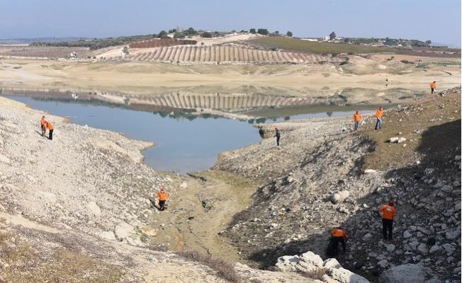 Berdan Barajında Sular Çekilince Çöpler Ortaya Çıktı