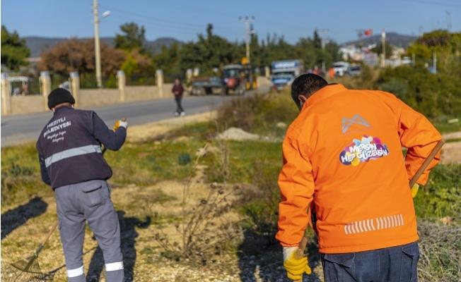 Büyükşehir İle Mezitli Belediyelerinden Ortak Saha Temizlik Çalışması