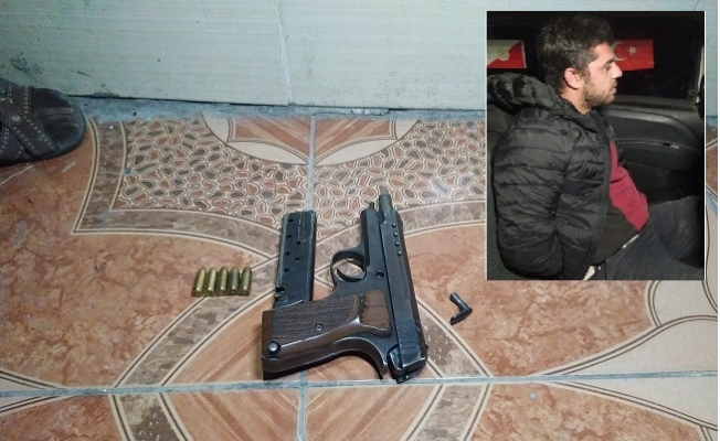 Ellerinde Silahla Polisten Kaçan Şüphelilerden Biri Yakalandı