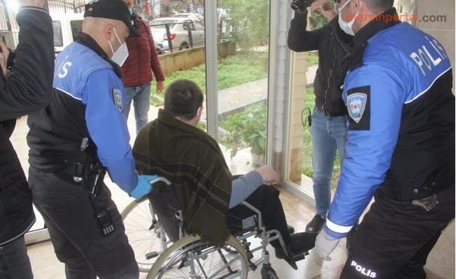 Evden Dışarı Çıkamayan Engelli Çocuğu Polis Gezdirdi