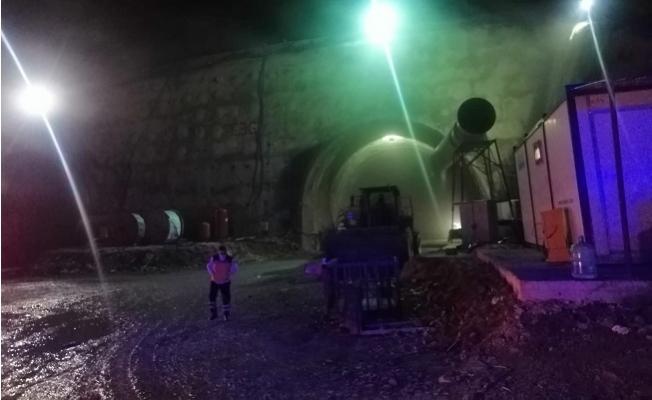Gülnar'da Tünelde Yangın Çıktı, 8 İşçi Dumandan Zehirlendi