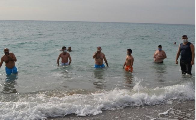 Mersin'de, Kış Ortasında Denize Girdiler