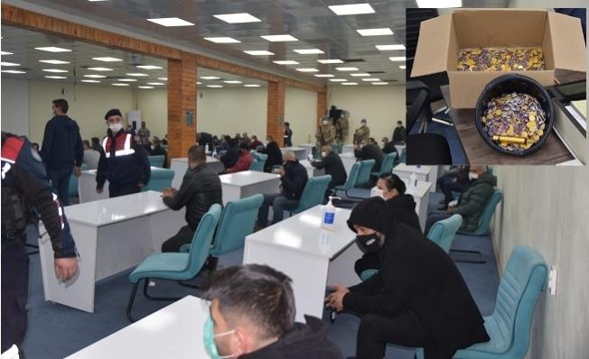 Mersin'de Yılbaşı Gecesi Kepçe İle Duvarı Kırılarak Girilen Baskında 89 Kişiye Ceza