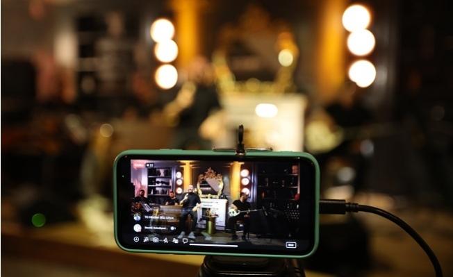 Mezitli Belediyesi, Yılbaşı Gecesi Sosyal Medya'dan Konser Yayınladı.