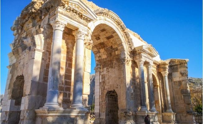 """Efes'in 5 Katı Büyüklüğündeki Tarihi Antik Kent, """"Anavarza"""""""