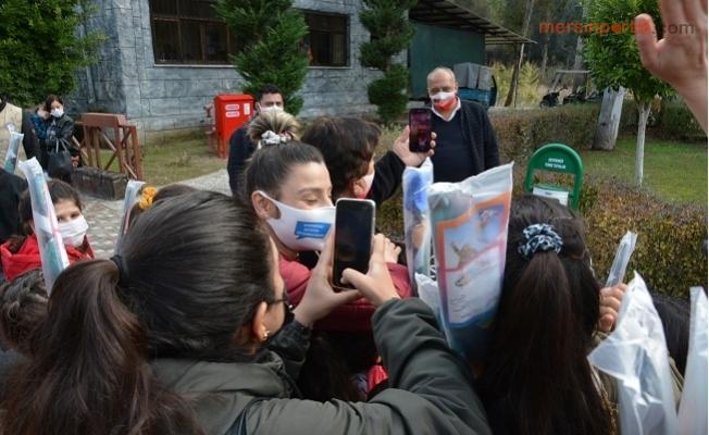 Seçer, Doğa Parkını Gezen Öğrenciler İle Görüntülü Görüştü.