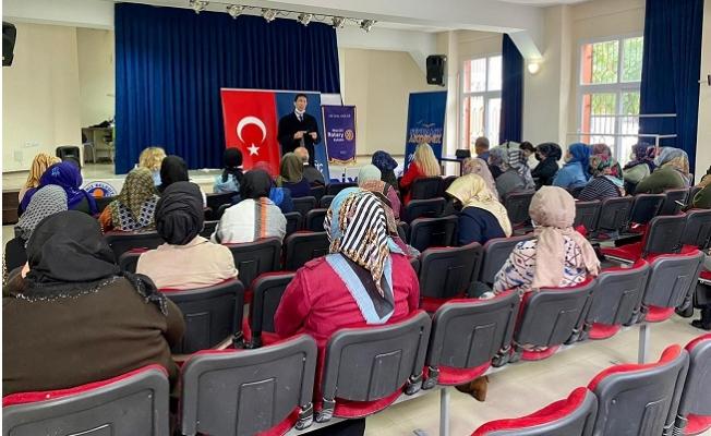 Akdeniz Belediyesi Kadınlara Yönelik Seminerlere Devam Ediyor