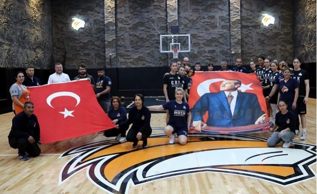 Çukurova Basketbol Çanakkale Şehitlerini Unutmadı.