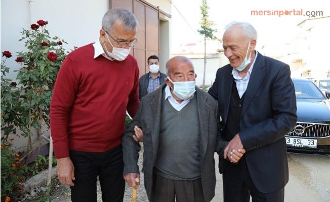 Mezitli'de İki Siyasi Rakip'ten Yaşlılara Moral Ziyareti