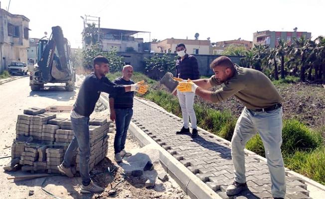 Akdeniz'de Yeni Yollar Açılırken Kaldırımlar 'da Yenileniyor