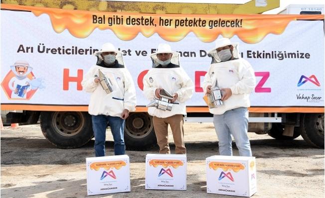 """Büyükşehir'den 708 Arı Üreticisine """"Bal Gibi Destek"""""""