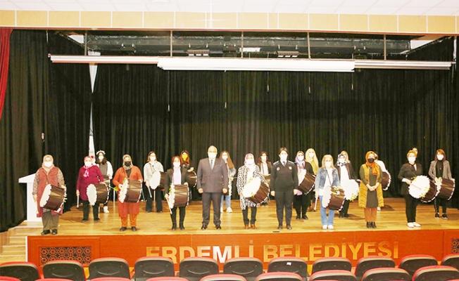 Erdemli Belediyesinden 33 Kadın Davulcusu