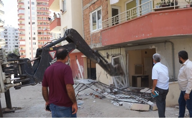 Mezitli Belediyesi Kaçak Yapılarda Arındırma Çalışması Yaptı