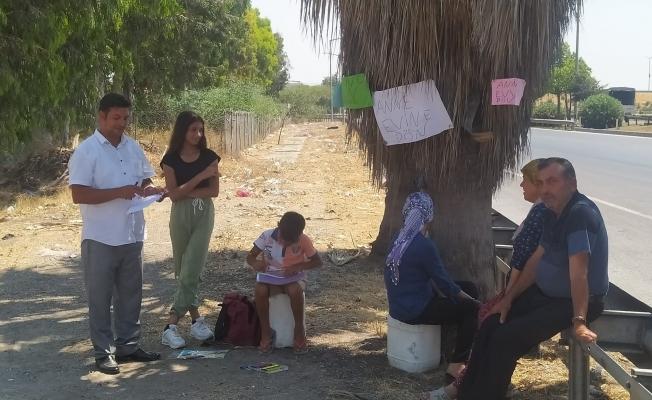 Tarsus'ta Boşandığı Eşi Eve Dönmeyen Baba Çocukları İle Pankart Açtı.