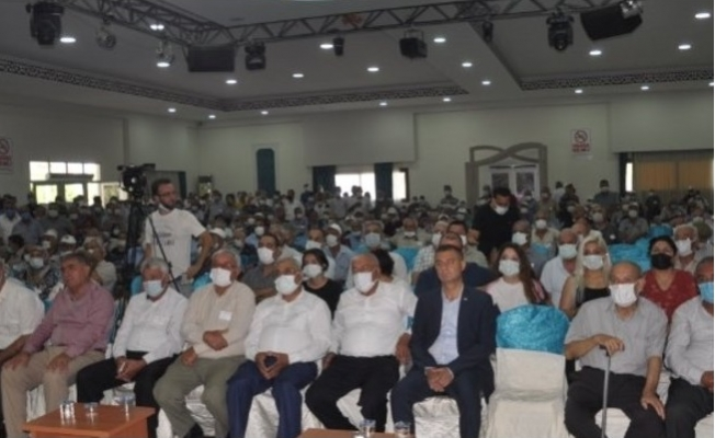 Tarsus'ta Emekliler Derneği Seçimlerinde Sosyal Mesafe Yok Sayıldı.