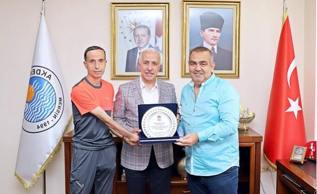 TÜFAD Şube Başkanı Mesut Bilir'den Başkan Gültak'a Plaket