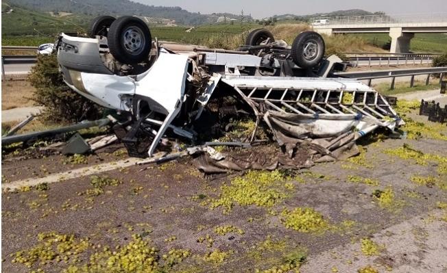 Tarsus'ta Feci Kazada Üzüm Yüklü Araç Takla AttI.