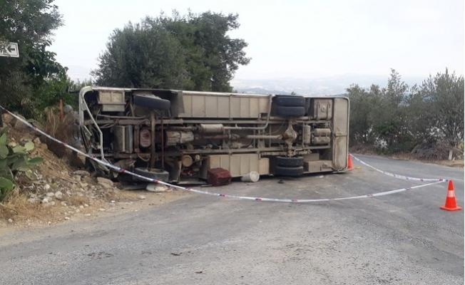 Tarsus'ta Tarım İşçilerini Taşıyan Servis Kaza Yaptı. 1 Ölü 14 İşçi Yaralı