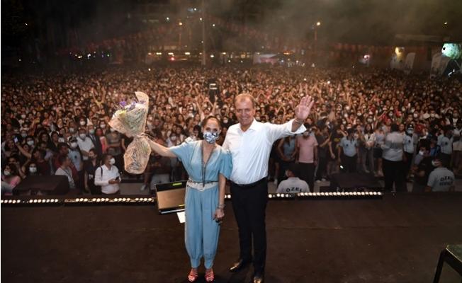 Büyükşehir Zafer Konserlerini Mersin'in Dört Bir Köşesine Yaydı.