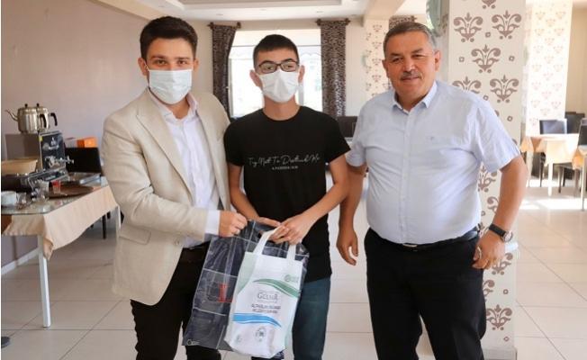 Gülnar'da LGS'de Başarı Gösteren Öğrencilere Ödül