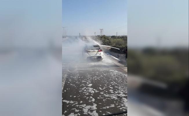 Tarsus'ta Otoyol Bağlantı Yolu Üzerinde Otomobil Yangını