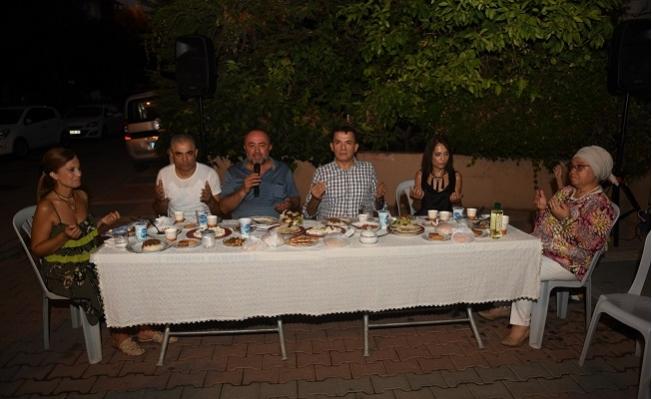 Başkan Özyiğit, Mahalle Sakinlerinin Dayanışma Yemeğine Katıldı