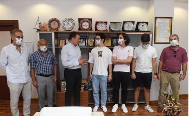 Başkan Özyiğit, Yenişehir'in gururu gençleri ağırladı