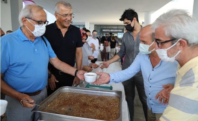 Başkan Tarhan'dan Çalışanlara ve Vatandaşlara Aşure İkramı