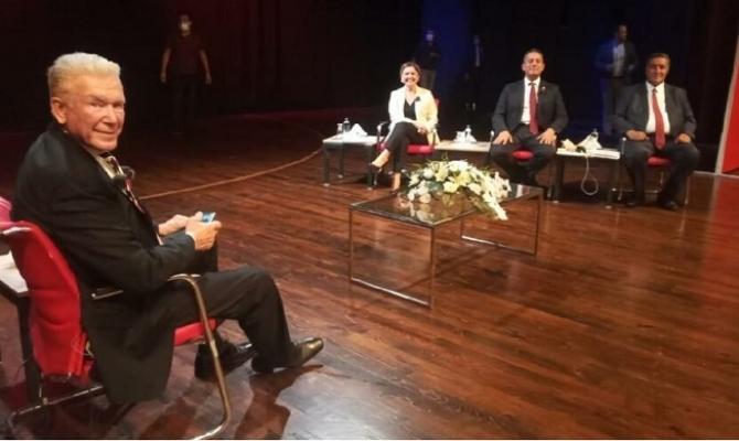 """Mersin, Uğur Dündar'ın """"Demokrasi Arenasını"""" Ağırladı"""