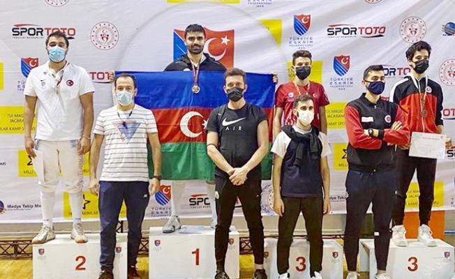 Mersinli Eskrimci U17 Yıldızlar Kılıç-Epe Açık Turnuvası'nda İkinci Oldu.