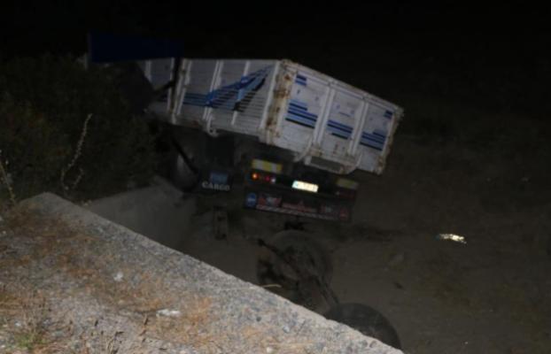 Mikser Kamyonu Şarampole Uçtu Sürücü Hayatını Kaybetti