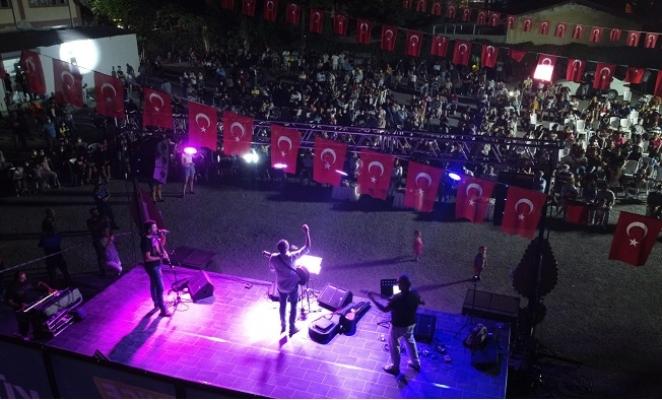 Tarsus Belediyesinin Festivalinde Barış Rüzgarları Esti