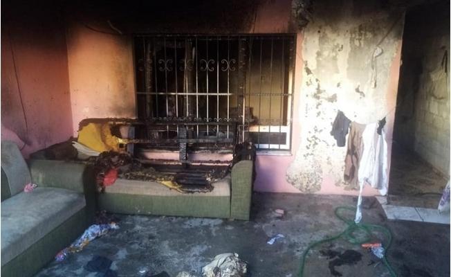 Tarsus'ta 3 Kişinin Bulunduğu Evde Çıkan Yangın Korkuttu.