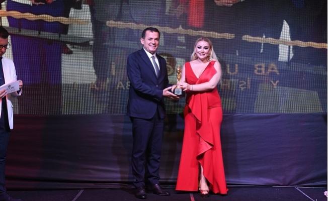 """Başkan Abdullah Özyiğit'e """"Yılın Belediye Başkanı Ödülü"""""""