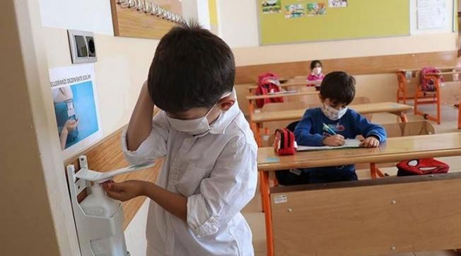 Sınıflar Karantinada Öğrenciler Eğitime Uzak