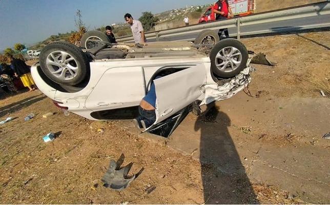 Tarsus'ta Takla Atan Otomobilin Sürücüsü Yaralandı