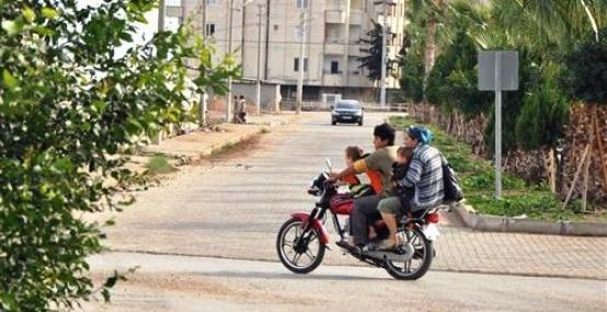 5 Kişinin Motosikletle Tehlikeli Yolculuğu