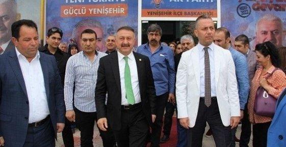 AK Parti'lilere Taşlı Saldırıda Bir Kişi Gözaltına Alındı